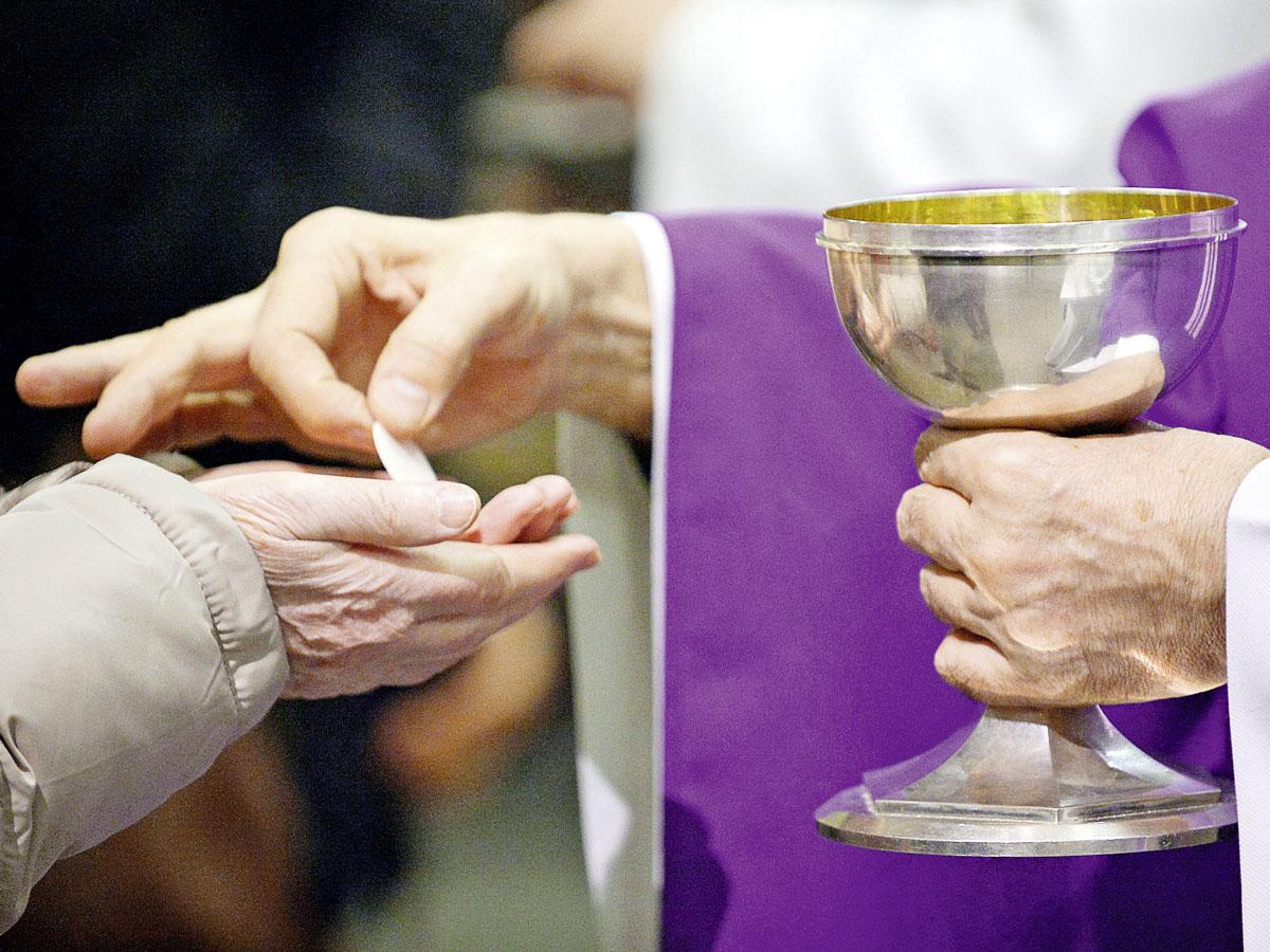 Donner et recevoir la communion